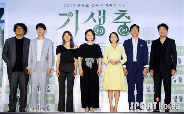 한국 영화 100년 사상 최초 황금종려상을 수상한 기생충