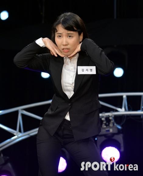 김지영, 완벽한 V라인?