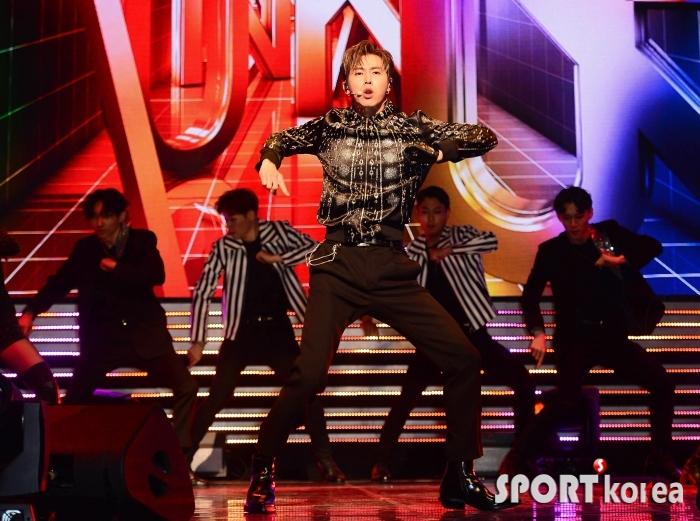 동방신기 유노윤호 `절도 있는 무대`