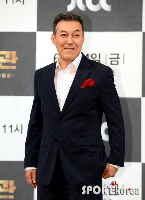 김갑수, 탐욕스러운 정치인 모습~