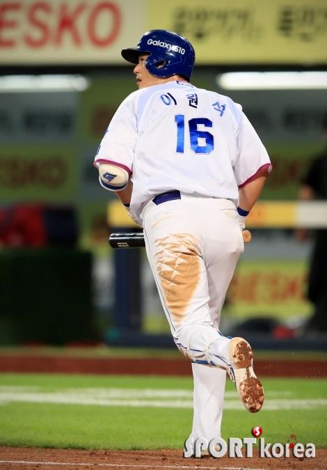 이원석, 8회말 귀중한 투런 홈런