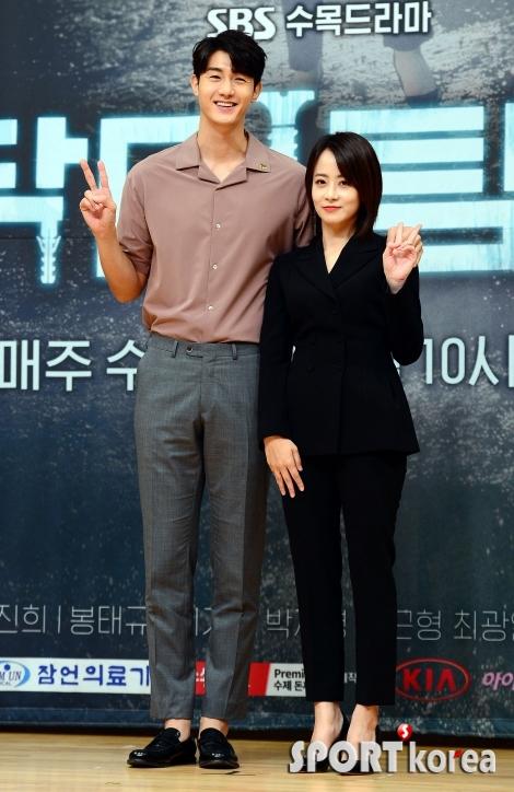 이기우-류현경, 재벌 3세 남매!