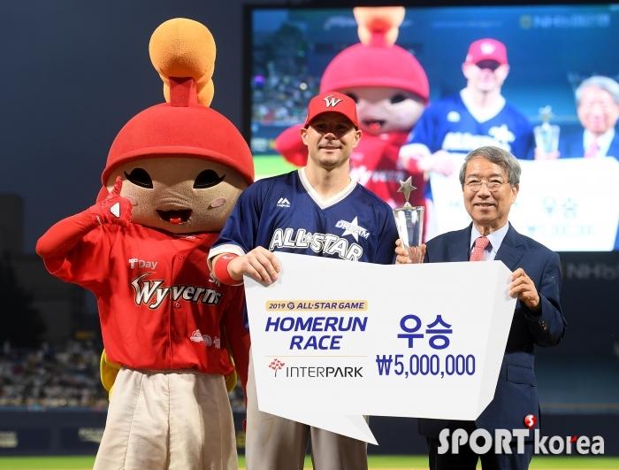 `로-맥아더 장군` 로맥 `2019 올스타전 홈런 레이스 우승!`