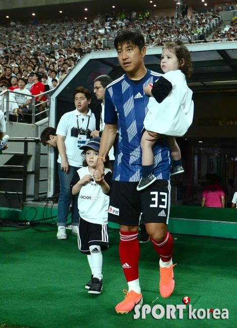 박주호 `아기들과 함께`