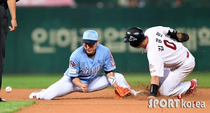김강민, 가뿐히 2루 도루 성공!