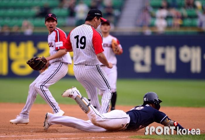 김인태 `몸을 날려 세이프!`