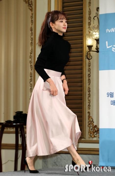 원진아 `사뿐사뿐~`