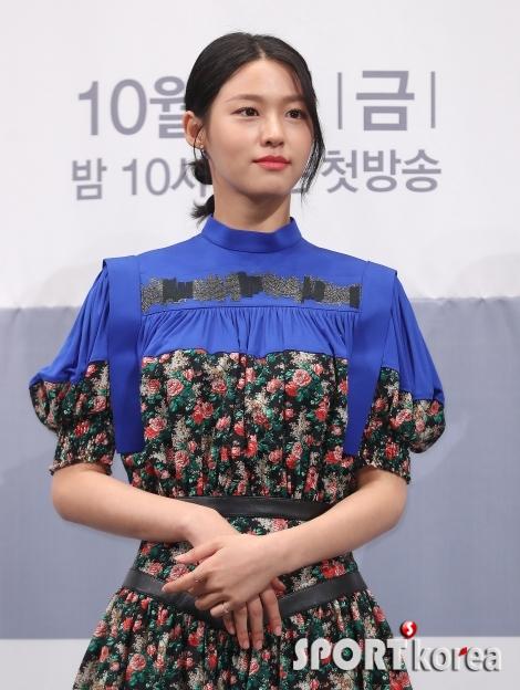 김설현 `고운 자태`