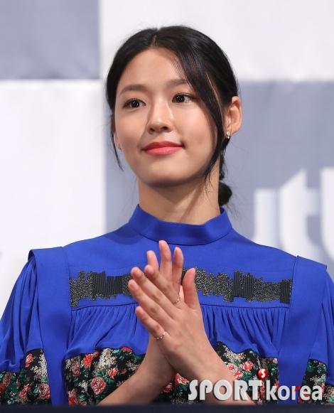 김설현 `박수치는 모습도 예뻐~`