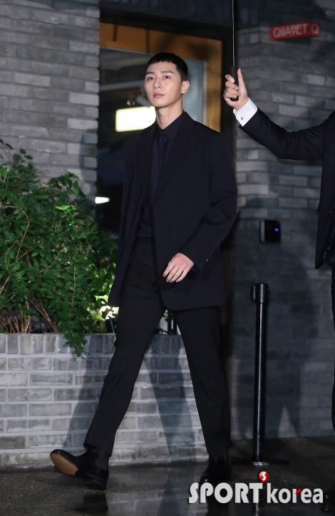 박서준 `빗속을 걷는 비주얼 남신`