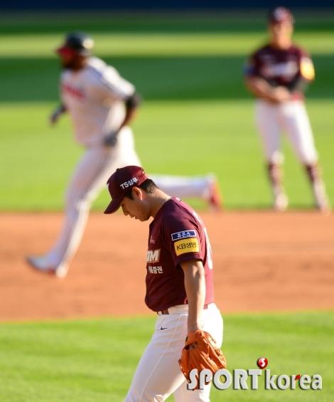 홈런 허용하는 김상수