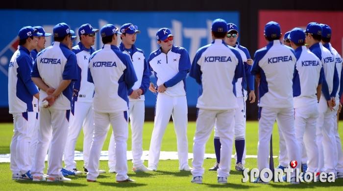 훈련 시작하는 야구대표팀