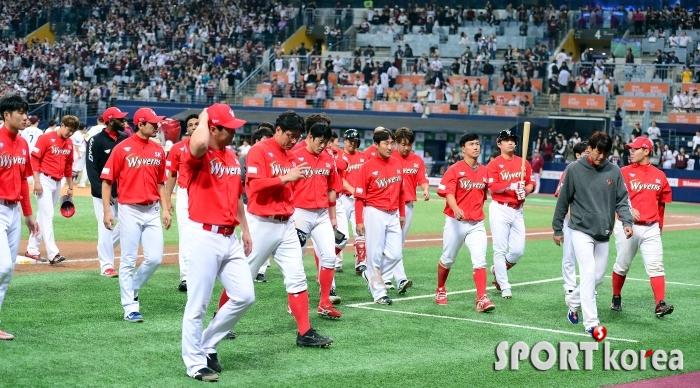 SK, 키움에 패하며 한국시리즈 진출 실패!
