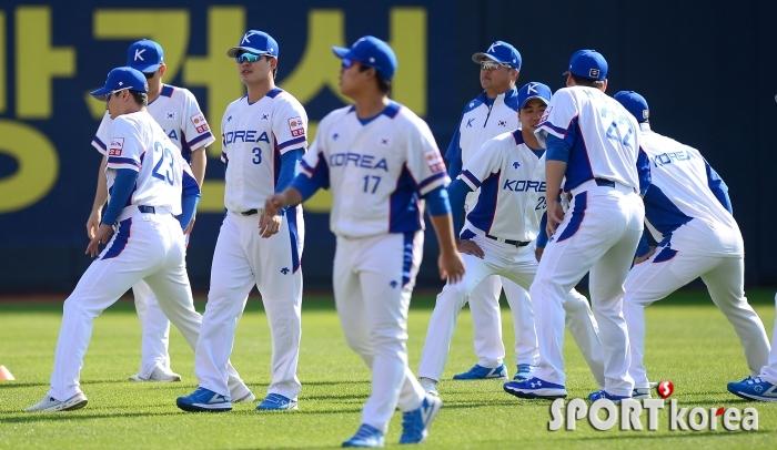 훈련하는 야구대표팀