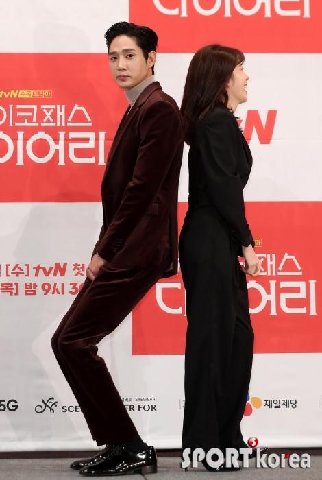 박성훈 `정인선을 위한 매너다리`