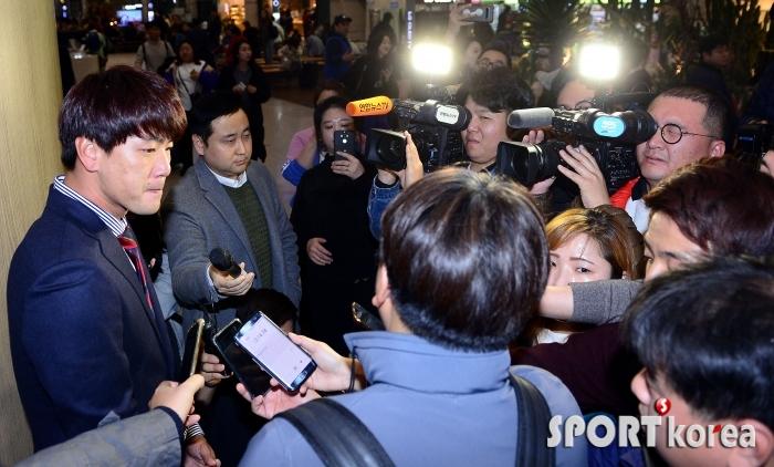 MLB 진출 선언 김광현, 기자들의 시선을 한 몸에~