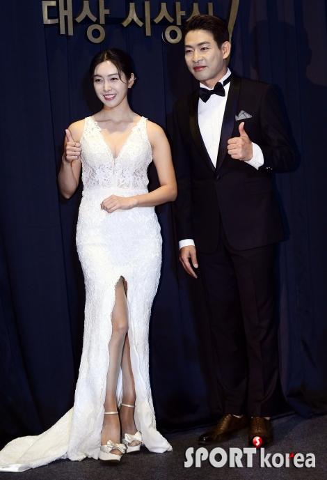 홍재경, 눈부신 새하얀 드레스~
