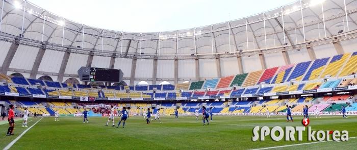 관중석이 텅 빈 `한국-대만 여자축구경기!`