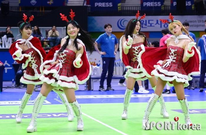 산타 치어리더의 크리스마스 댄스~
