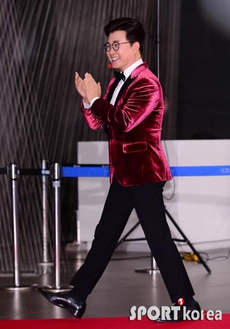 김성주 `박수치며 SBS 연예대상 입장`