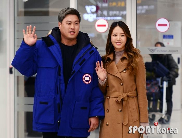 류현진-배지현 부부 `연말은 한국에서`