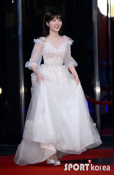 조수민, 새하얀 드레스~