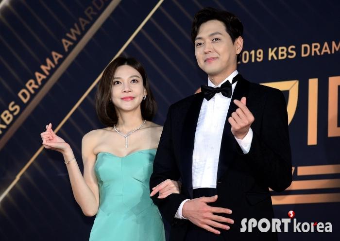 차예련-김흥수, 알콩달콩 하트 커플~