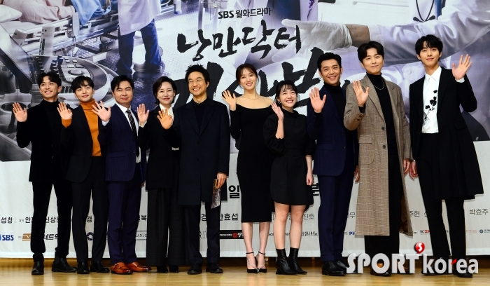 `낭만닥터 김사부` 시즌 2로 새롭게 만나요~