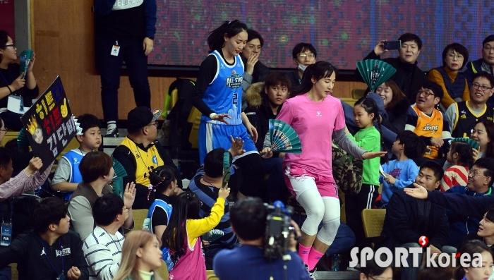 팬투표 1,2위 김단비-강이슬, 팬들의 사랑을 한 몸에~