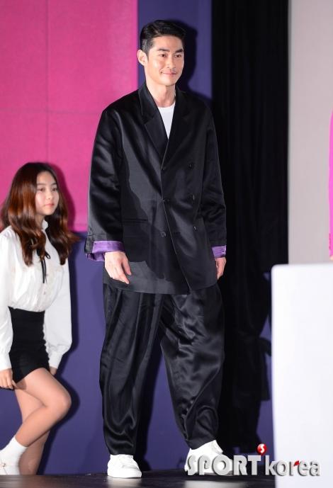 배정남 `모델의 독특한 패션`