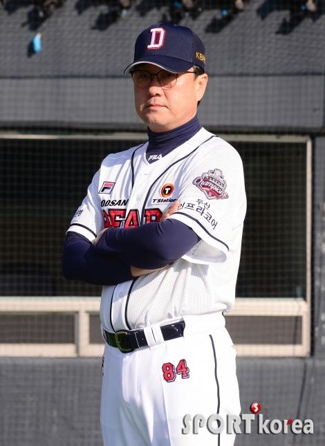 김상진 코치 `두산 유니폼 입고`