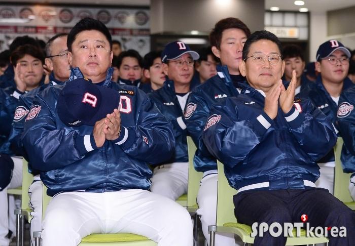 박수치는 김태형 감독-전풍 사장