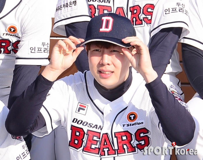 박건우 `모자가 잘 맞나`