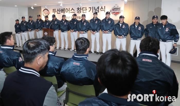 인사하는 2020시즌 두산 신인선수들