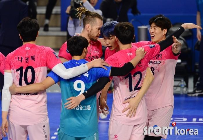 우리카드 `3-1` 승리하며 단독 15승