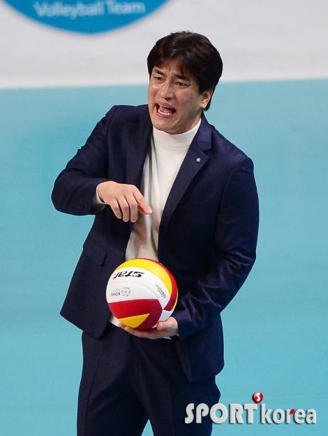 차상현 감독 `공에 집중해!`
