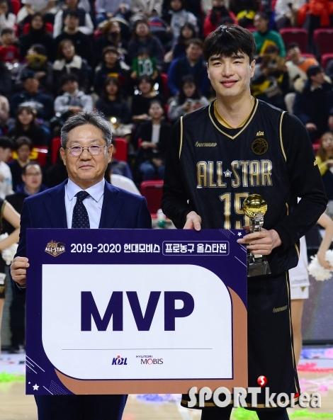생애 첫 올스타전 MVP 수상한 김종규