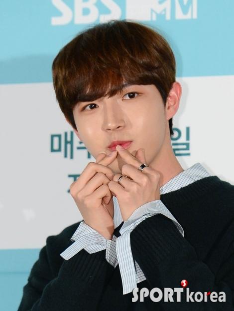 김재환 `여심 저격하는 입술`