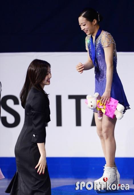김연아-유영 `어색한 미소만`