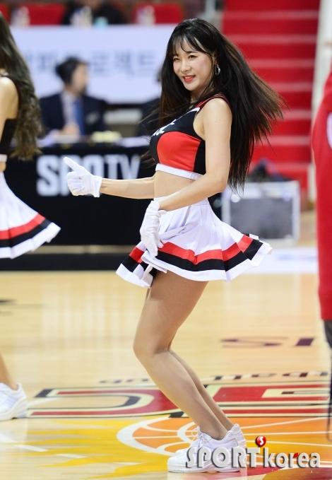 김한나 치어리더 `인형이 춤을 추네`