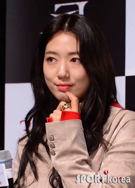 박신혜 `귀여움 더한 손가락`