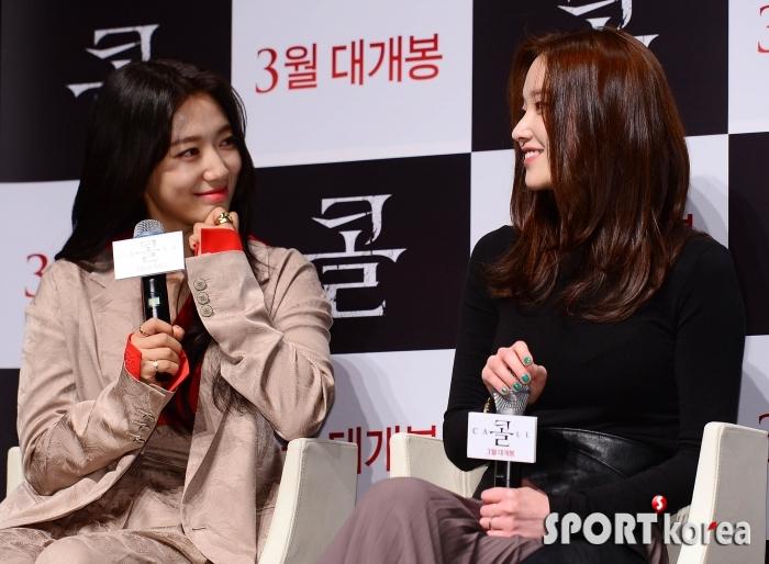 박신혜-전종서 `눈빛에서 나오는 애정`