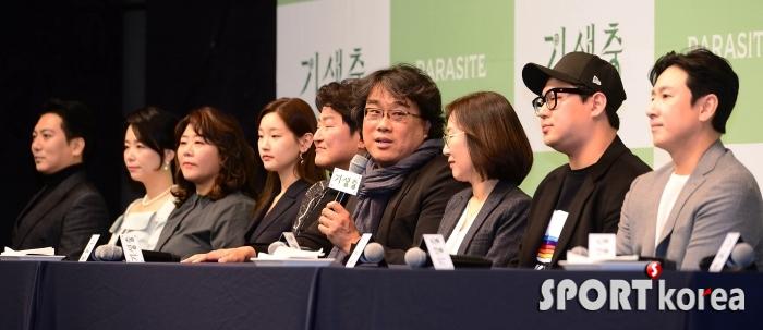 `기생충` 기자회견, 답변하는 봉준호 감독