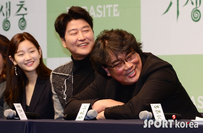 봉준호-송강호-박소담 `반대편이 궁금해`