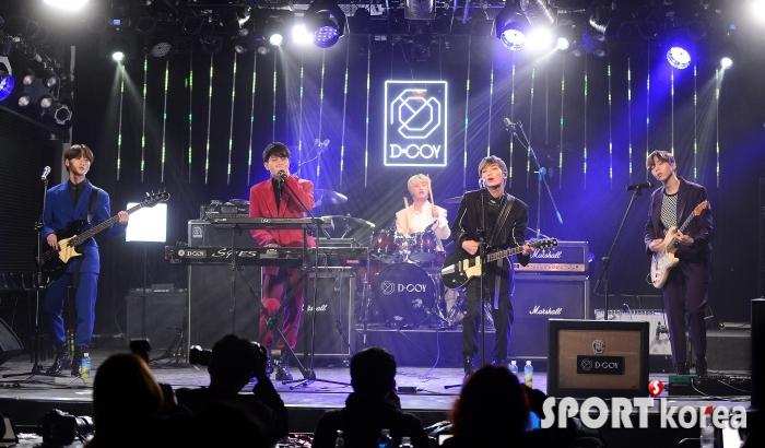 디코이 `글로벌 아이돌 밴드`