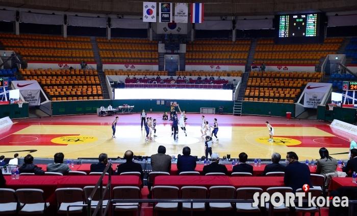 코로나19로 인해 무관중 경기가 펼쳐진 한국-태국 농구경기!