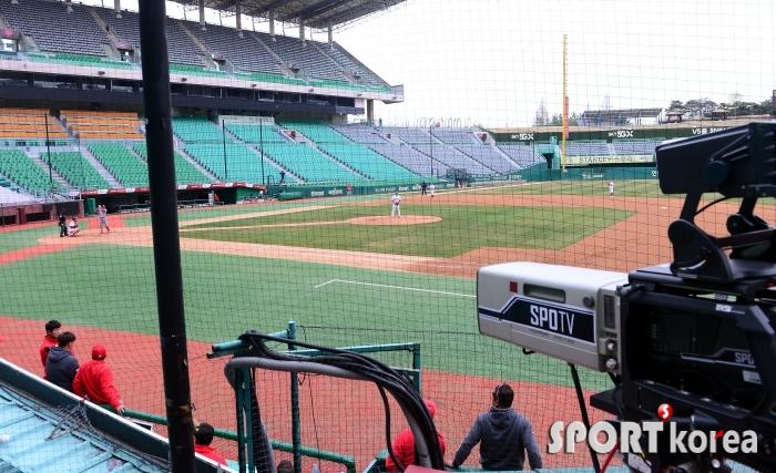 팬들의 야구열망 `연습경기 방송 중계!`