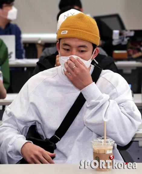 강병현 `마스크는 반드시 착용해야죠`