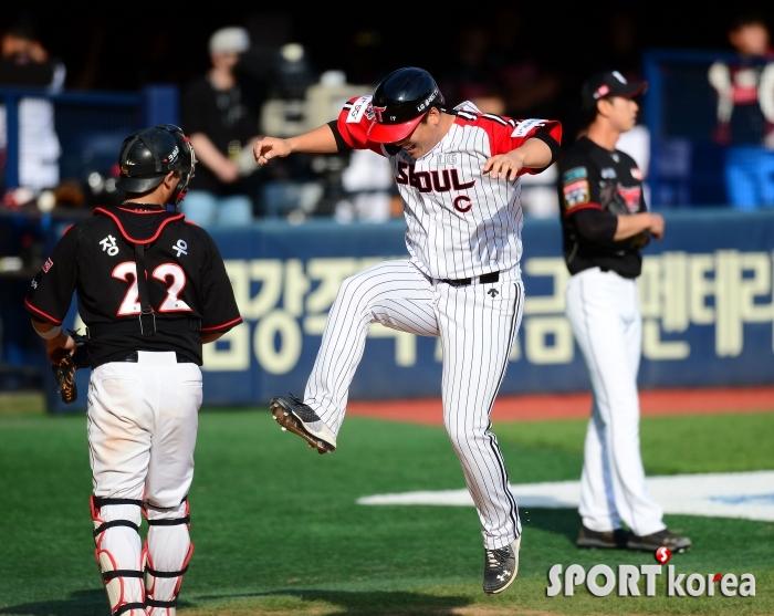 김현수 `이런 득점 처음이야`