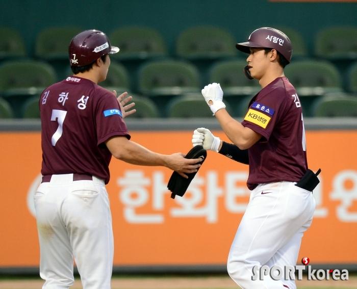김웅빈 `마수걸이 스리런 홈런`